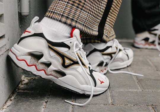 Mizuno Celebrates 20th Anniversary Of The Wave Rider 1 With OG Re-issue