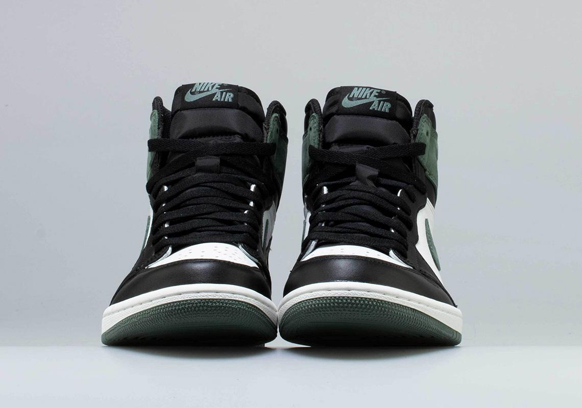 93b2d8267aa9 Air Jordan 1