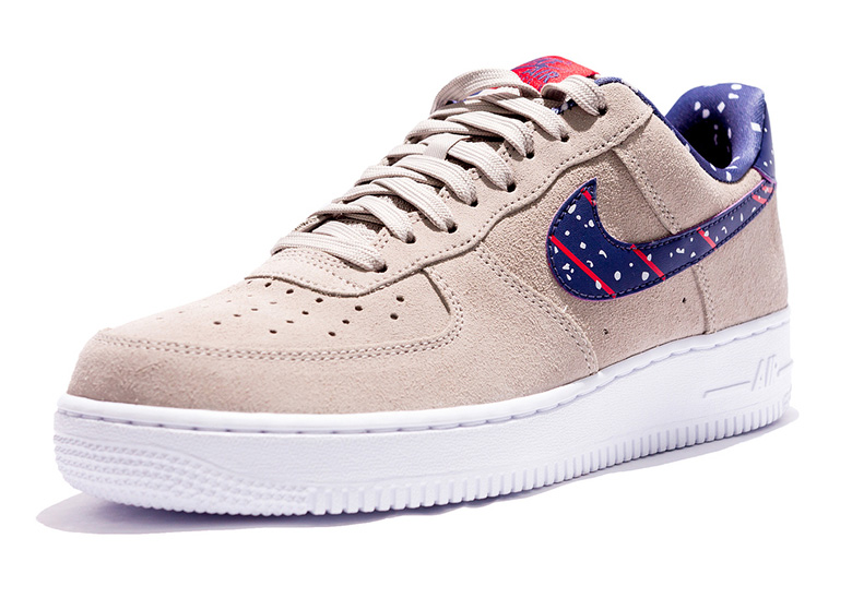 saluto svegliare tre  NASA Moon Landing Air Force 1 Low First Look | SneakerNews.com