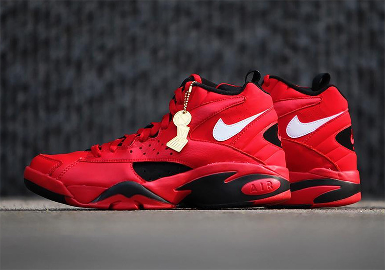"""Nike Air Maestro II """"Trifecta"""" Honors Pippen s Triple Double In The 1993  Finals e37b32bd6a"""