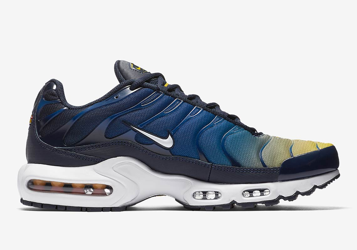 uk availability 28f3d c2132 Nike Air Max Plus AVAILABLE AT Nike EU £134.95. Color  Black Anthracite Desert  Sand Sand Style Code  852630-026
