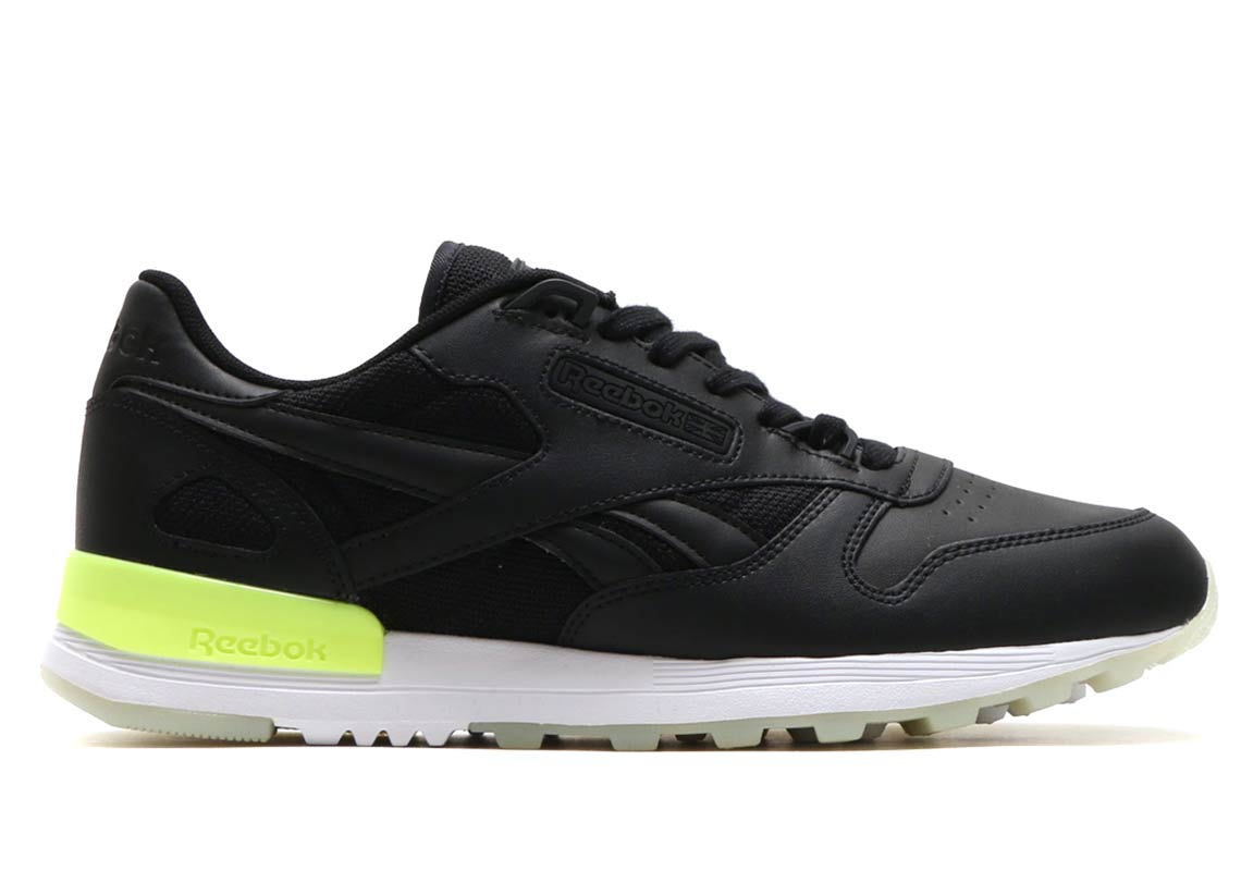 Reebok Classic Leather 2.0  130. Style Code  cm9887 (ELECTRICL WHITE) Style  Code  cm9885 (BLACK WHITE ELECTRICL) Style Code  cm9886 (WHITE ELECTRICL) 9803946858