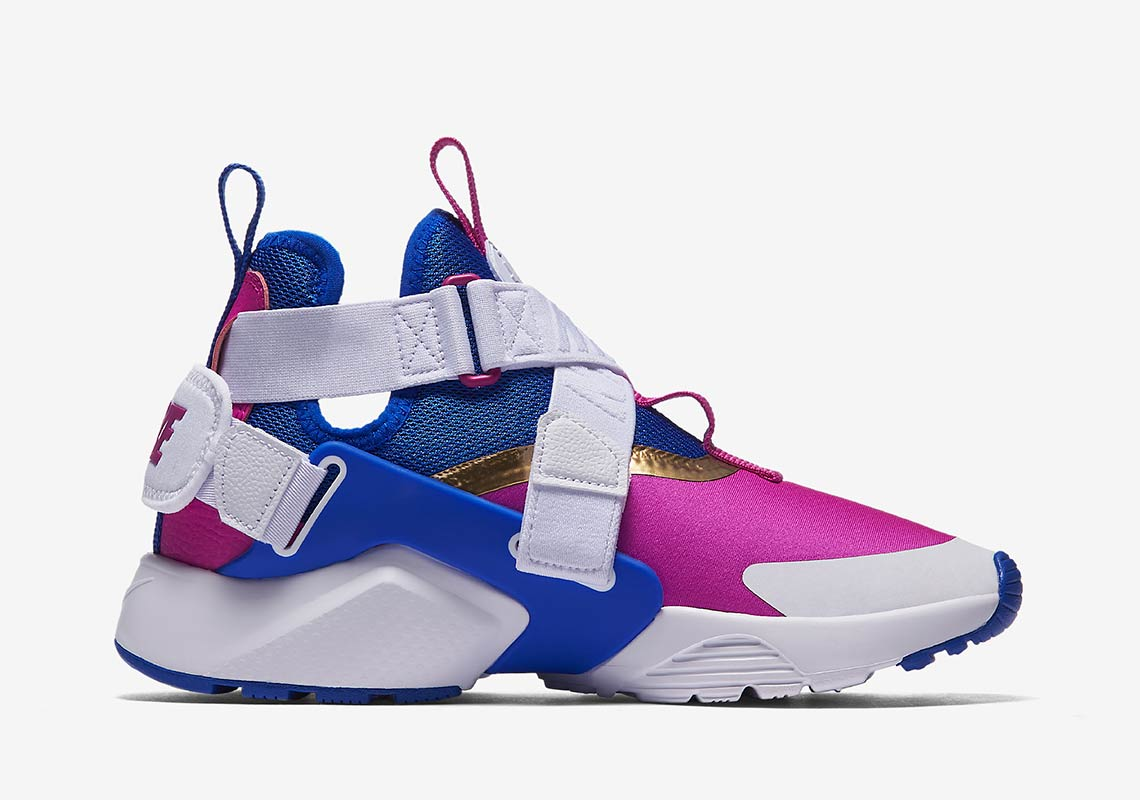 Sala Señuelo Marquesina  Nike Air Huarache City GS Available Now AJ6662-401 | SneakerNews.com
