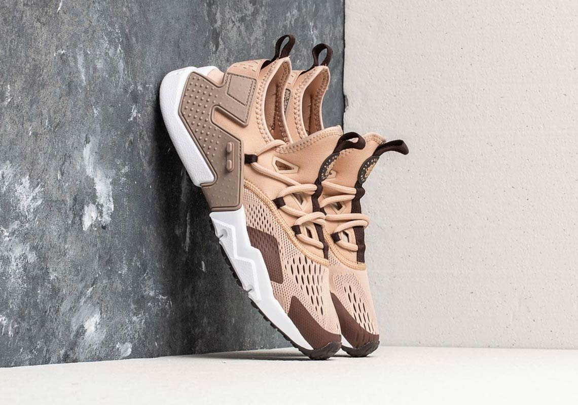 6ea1fbbf0387 Nike Air Huarache Drift Breathe AVAILABLE AT Footshop 136 € Color  Clay  Green Deep Jungle-Black