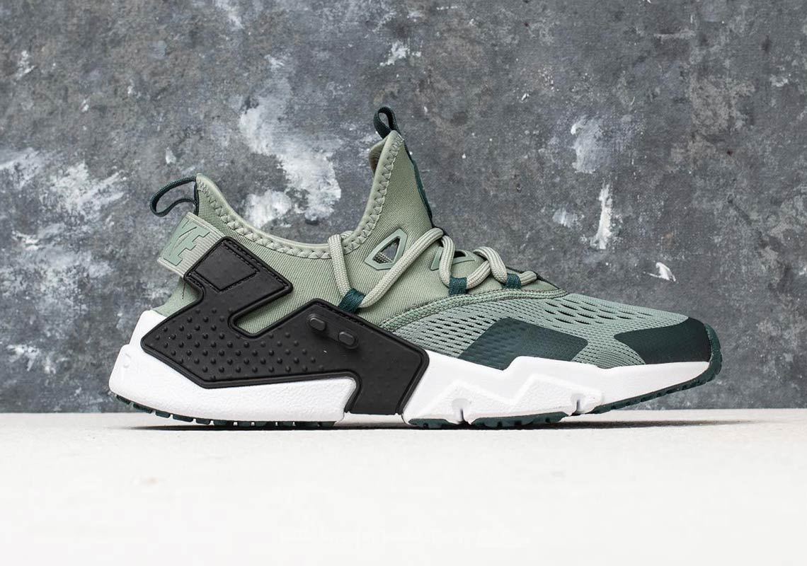 Nike Air Huarache Drift Breathe AVAILABLE AT Footshop 136 € Color  Clay  Green Deep Jungle-Black Style Code  AO1133-300 d69713481