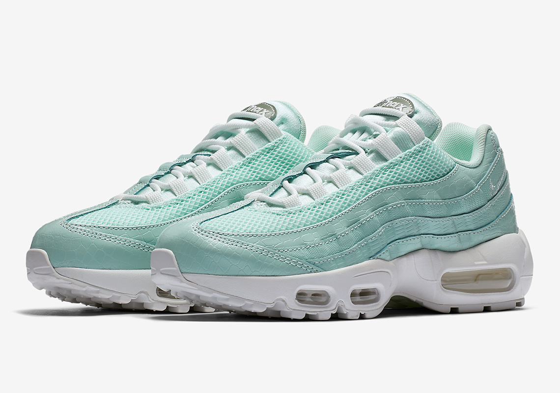 Estación de ferrocarril bobina Cirugía  Nike Air Max 95 Igloo Snakeskin 807443-300 Buy Now | SneakerNews.com