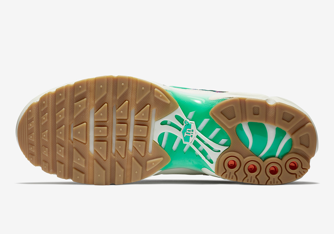 the latest 21777 c958a Nike Air Max Plus Alternate Galaxy AR1949-100 | SneakerNews.com