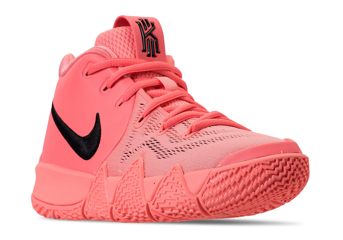 new products b2b64 d6d78 Nike Kyrie 4