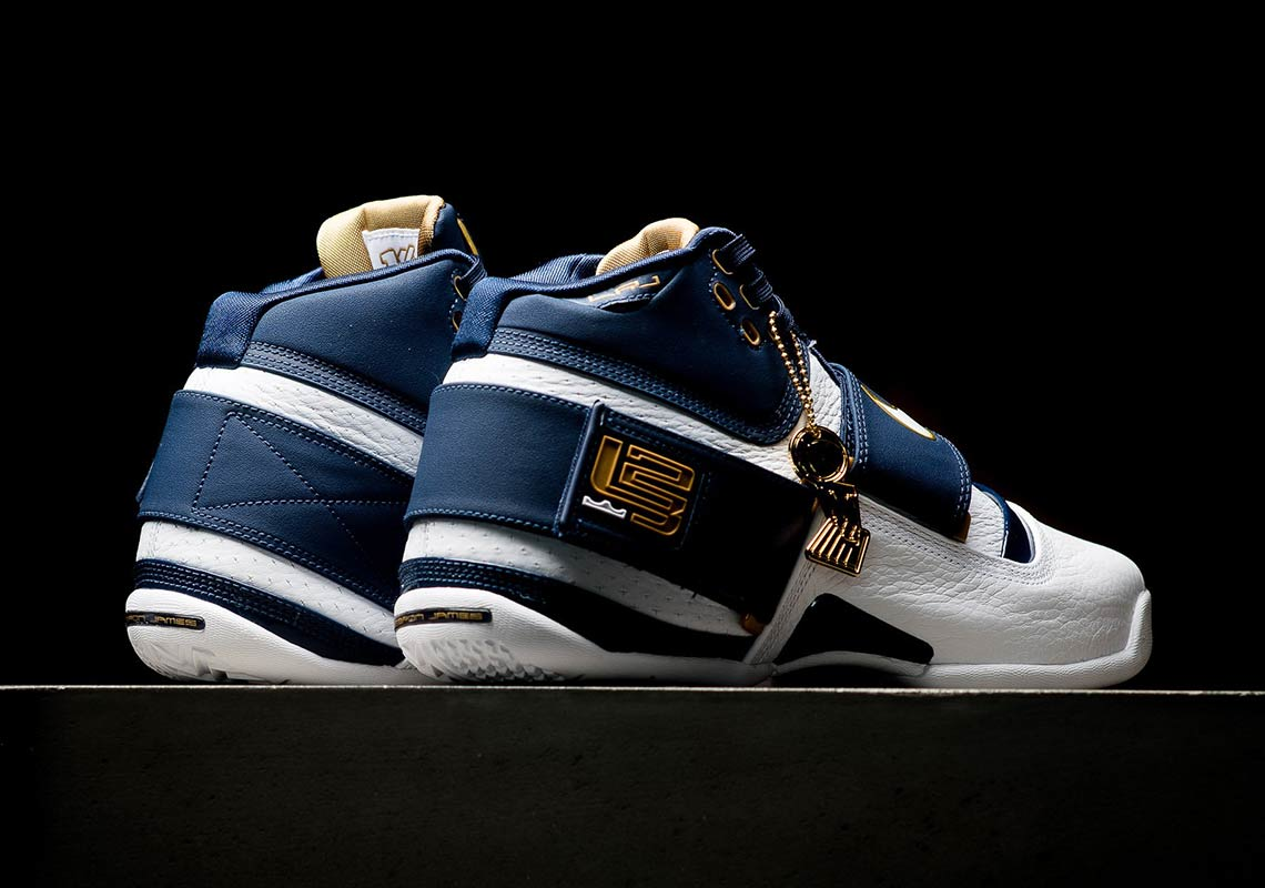 the best attitude b1bfb 794f4 Nike Zoom LeBron Soldier