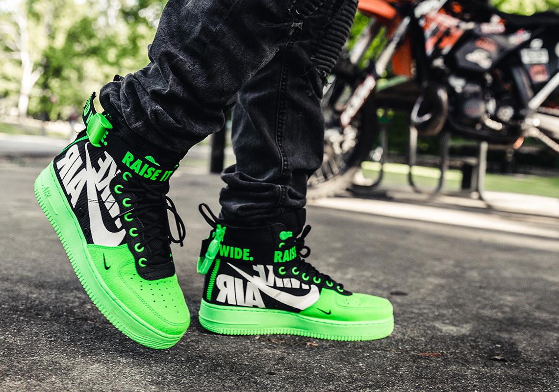 Veja a linha de Nike SF AF1 AF1 SF Mids inspirada no mundo das Dirt Bike 0ca7fd