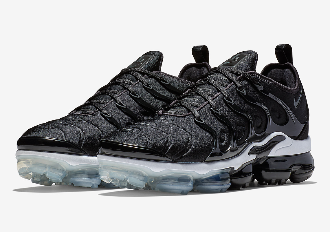 air max vapormax plus black