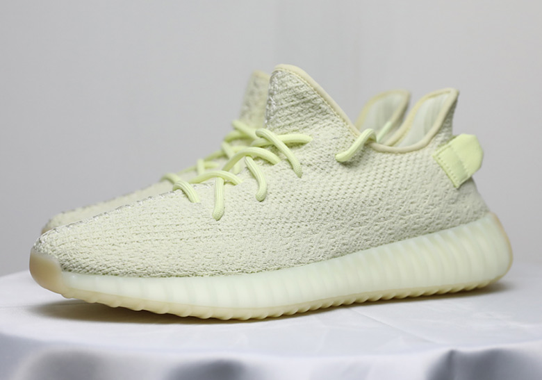 reputable site 4a4e1 5a552 adidas Yeezy Boost 350 v2