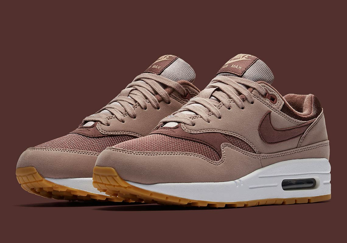 "brand new 50ffa 1d334 The Nike Air Max 1 For Women Debuts In ""Diffused Taupe"""
