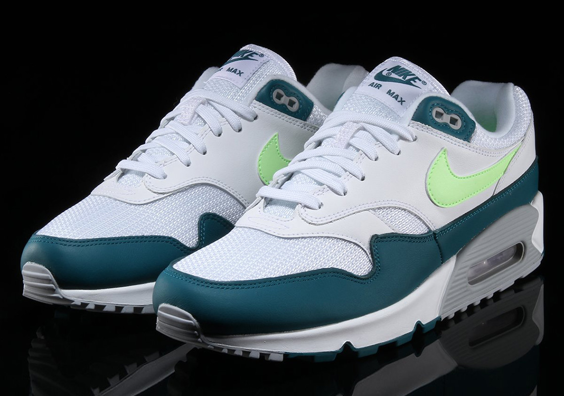 "premium selection 62319 f4b6b Nike Brings Back The OG ""Spruce Lime"" Colorway On The Air Max 90 1"