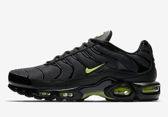 "Nike Adds An Air Max Plus To Its ""Night Ops"" Pack"