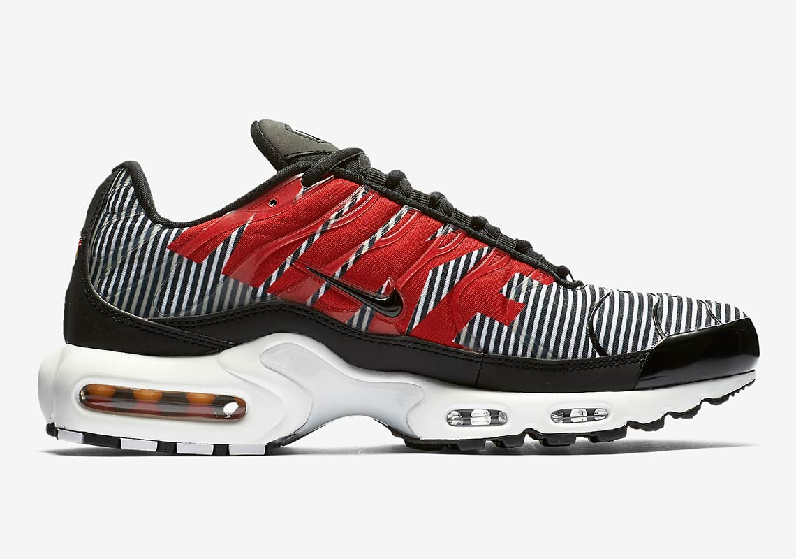 9e154ce75 Nike Air Max Plus SE COMING SOON TO Nike UK £134.95. Color  Pure  Platinum Dark Grey White Wolf Grey