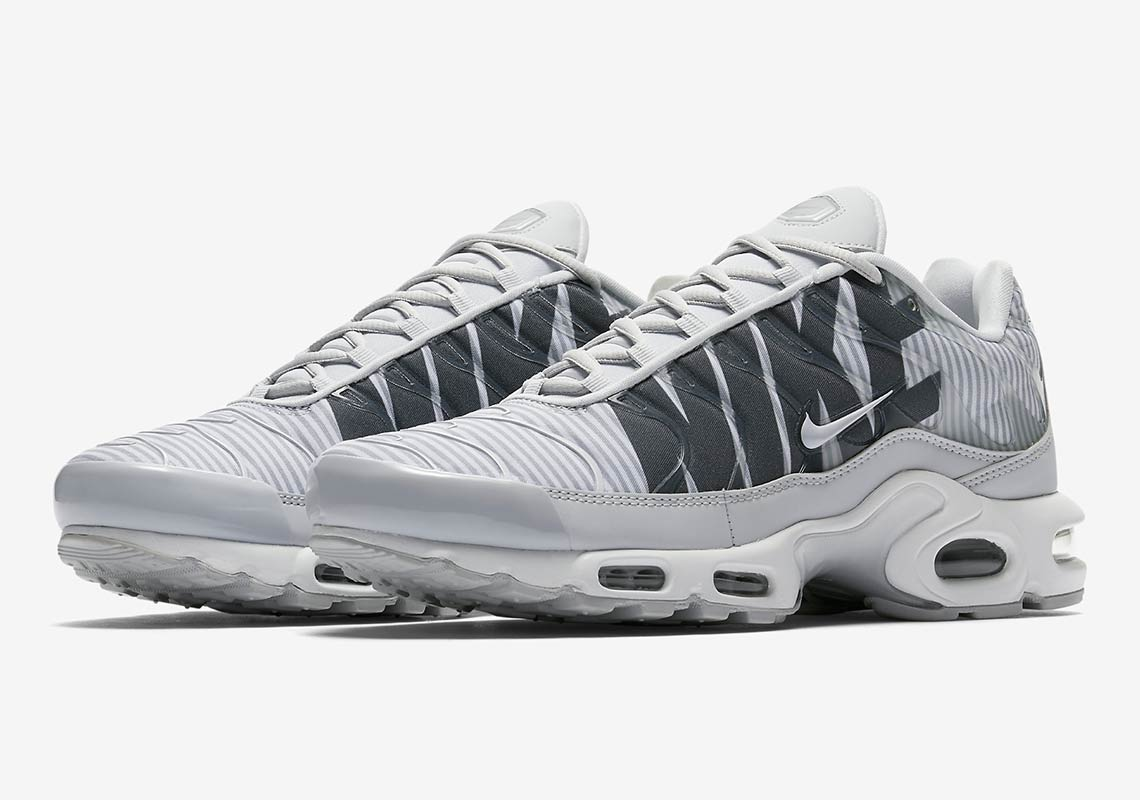 """3a9b92198 Giant """"Mercurial"""" Nike Logo Appears On These Upcoming Air Max Plus ..."""