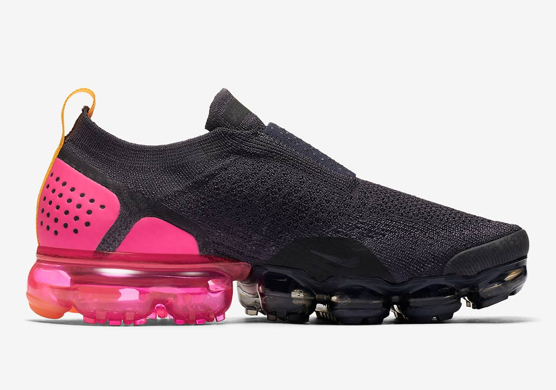 pink and black nike vapormax