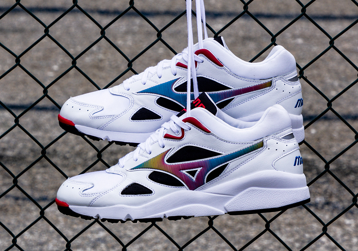 de50b38157 Mizuno Is Releasing The Sky Medal In Its OG Colorway