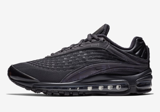 "Another ""Triple Black"" Take On The Nike Air Max Deluxe"
