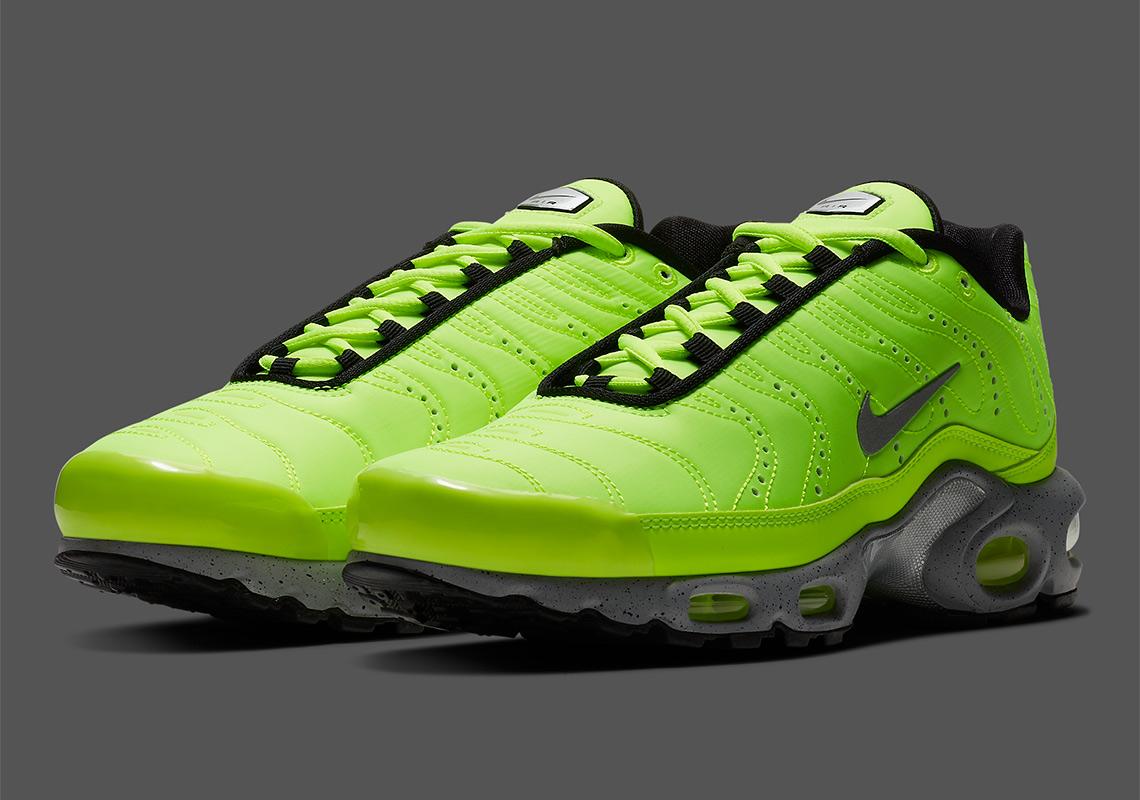 378af38965 Nike Air Max Plus Premium Volt 815994-700 Release Date | SneakerNews.com
