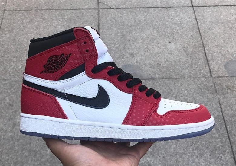"finest selection 9db78 3b229 A Closer Look At The Air Jordan 1 ""Chicago"" With Clear Soles"