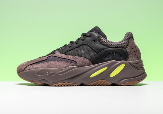 "Unboxing The adidas Yeezy 700 ""Mauve"""
