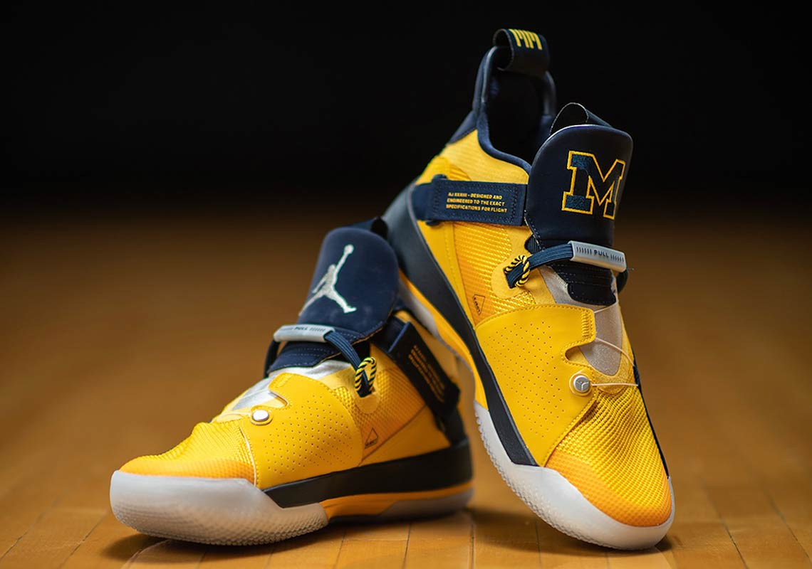sneakers for cheap 35017 6b509 Air Jordan 33 College PEs Unveiled For Opening Night