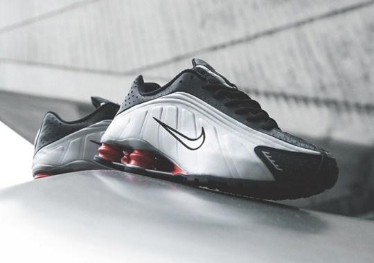 5b3ecd3c1bcd The Nike Shox R4 Returned In The OG Black And Silver