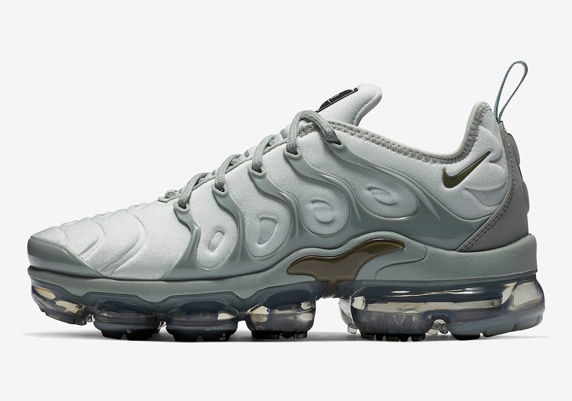 pick up 356c0 9b93e Nike Vapormax Plus Light Grey AO4550-6006 | SneakerNews.com