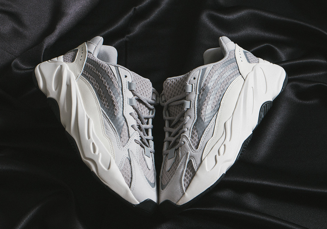 huge selection of 78c01 f9797 Yeezy 700 v2