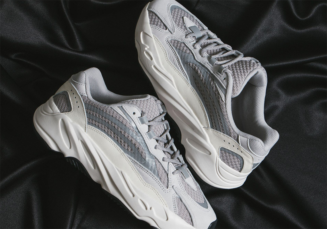 huge selection of 784ca ae30f Yeezy 700 v2