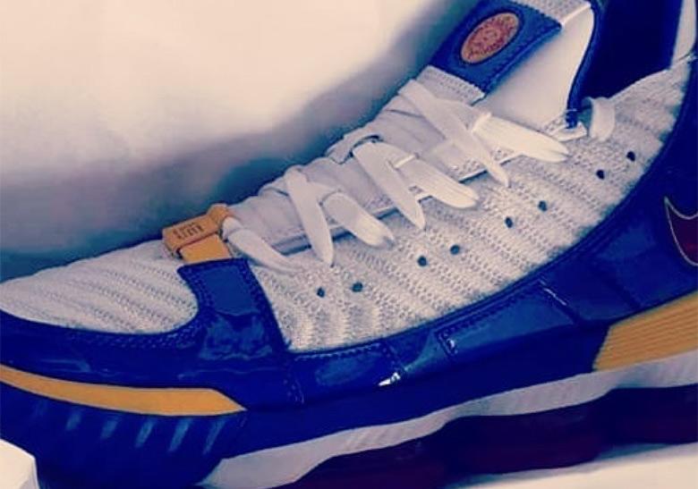Nike LeBron 16 Superman CD2451-100