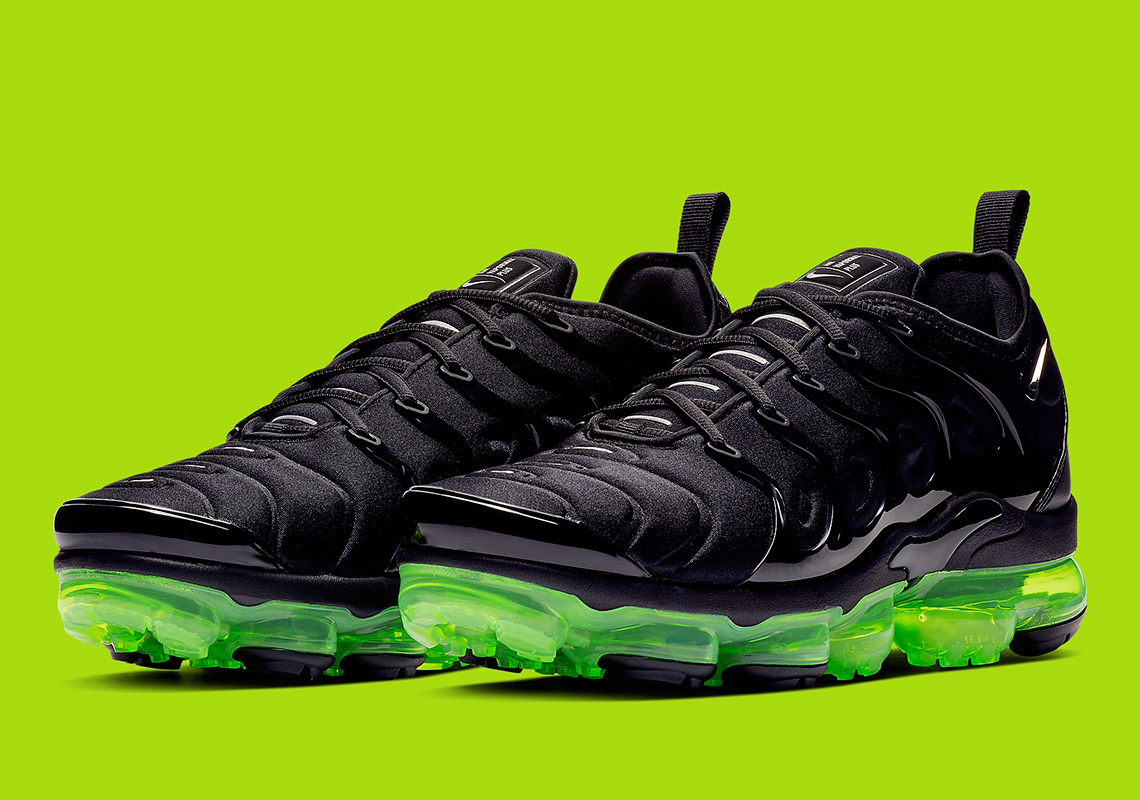 100% authentic 9021e fd484 The Nike Vapormax Plus Arrives In A Sleek Black And Volt