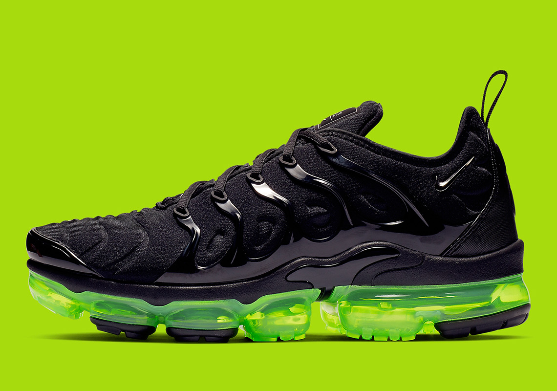 the latest de0b7 1e441 Nike Vapormax Plus 924453-015 Release Info | SneakerNews.com