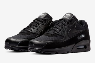 uk availability 86310 82876 The Nike Air Max 90 Essential Arrives In Black And White
