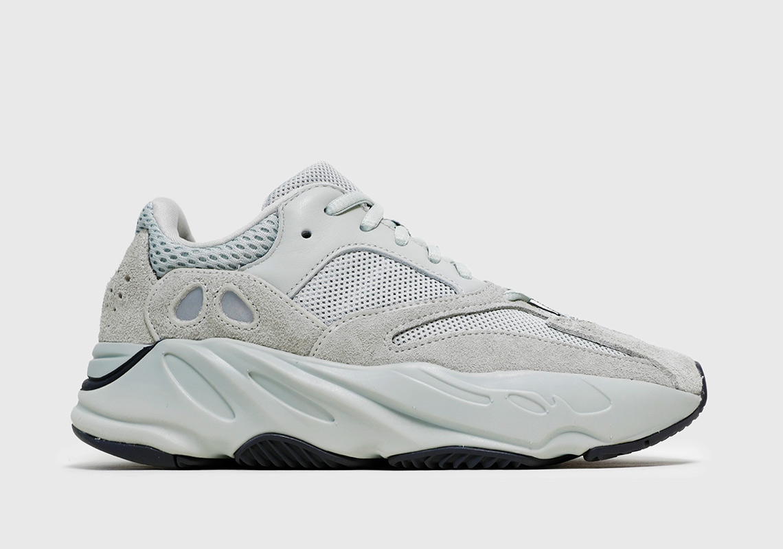 cheap for discount 63825 cd32a adidas Yeezy 700