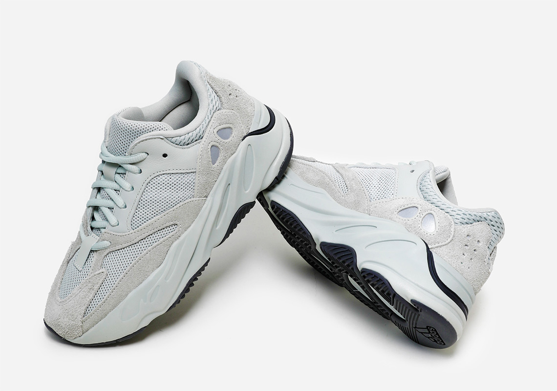 cheap for discount 7fa8f 2a796 adidas Yeezy 700