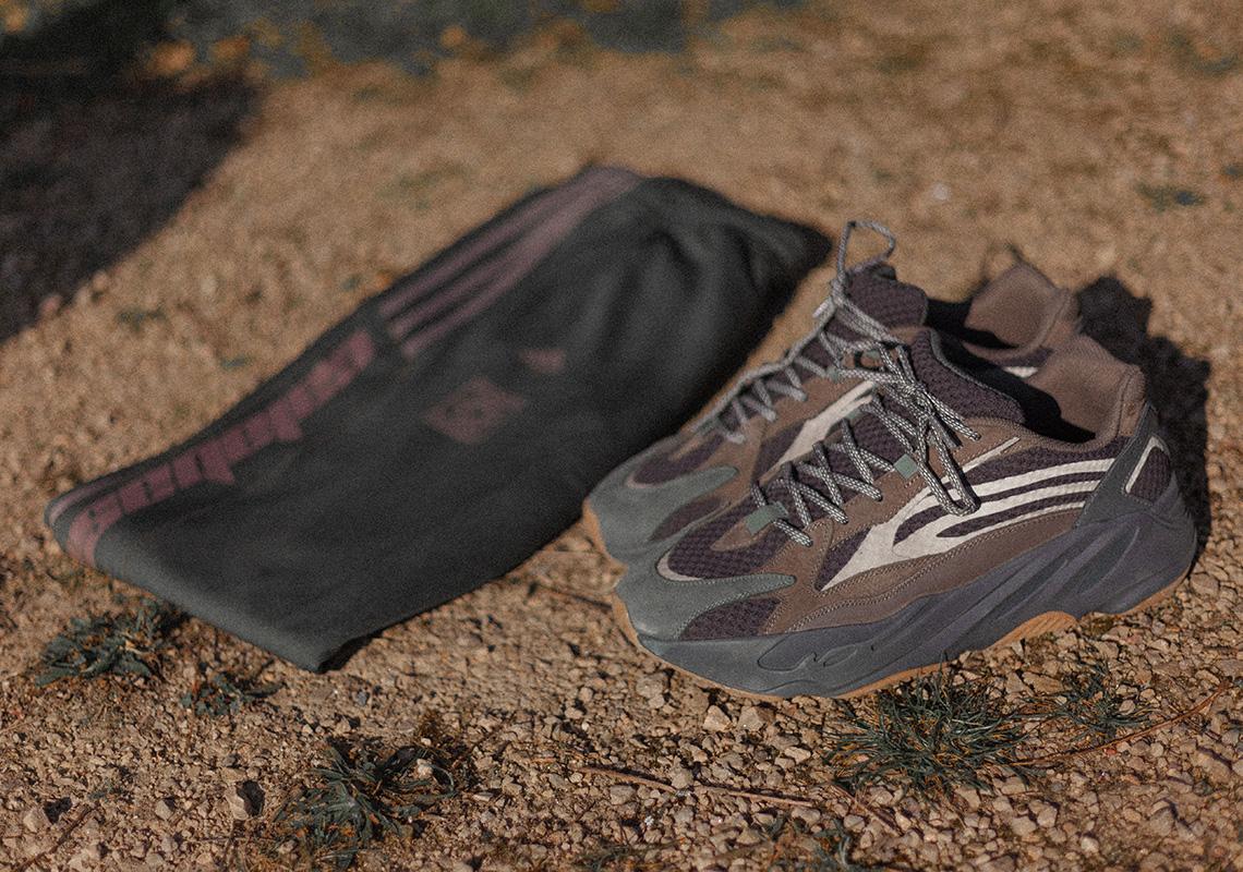 c790f67db2909 adidas Yeezy 700 v2