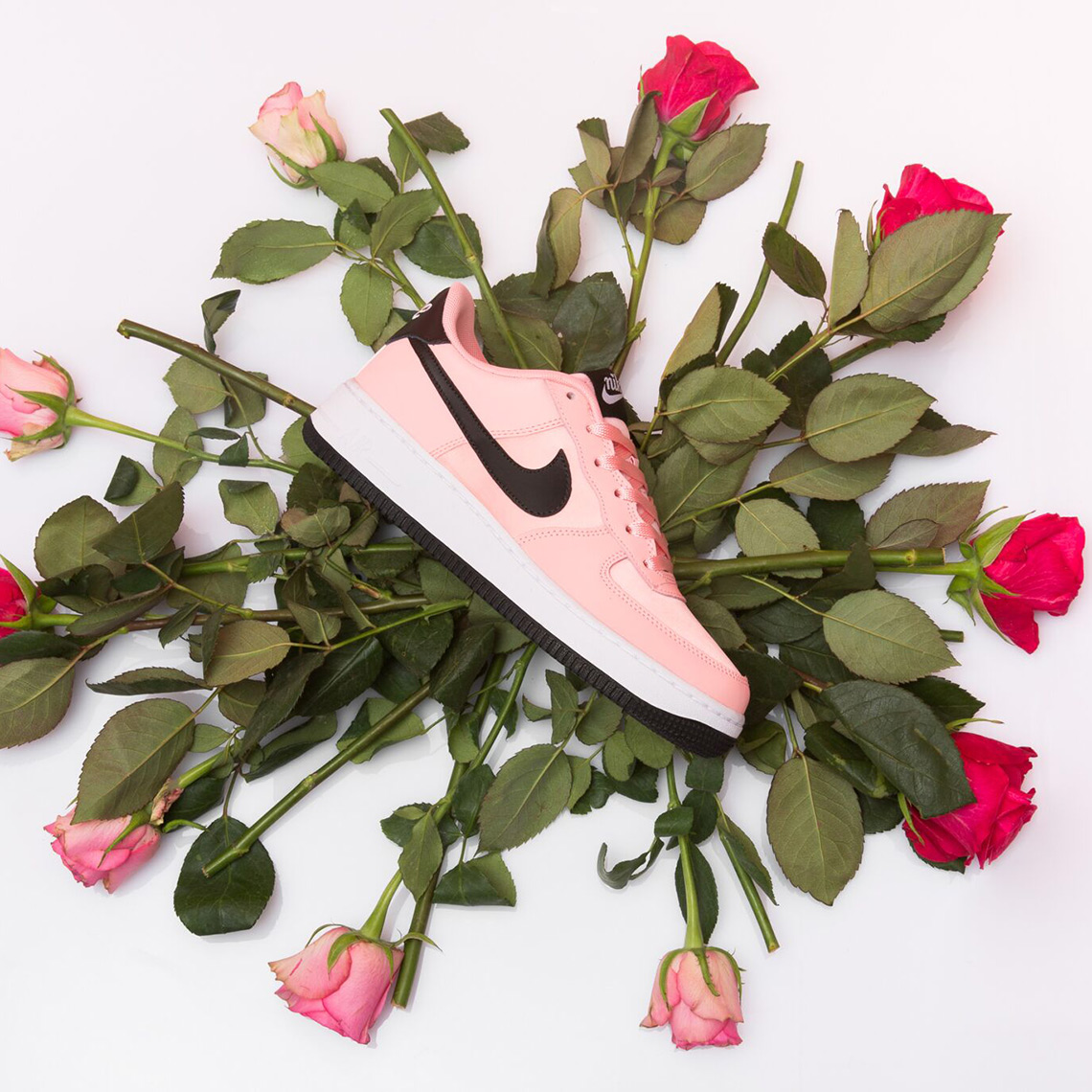 aae359267b7 Nike Air Force1 Low Valentine s Day BQ6980-600
