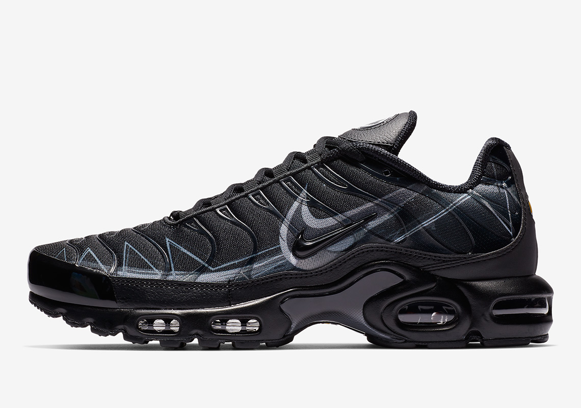 d95f84935ea9 Nike Adds Painted Swoosh Designs To The Air Max Plus