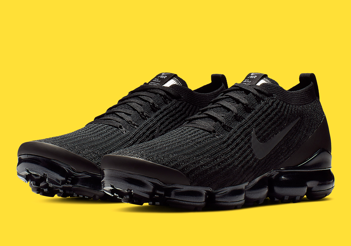 "new arrival f3a3a d1ac1 Detailed Look At The Nike Vapormax Flyknit 3.0 ""Triple Black"""