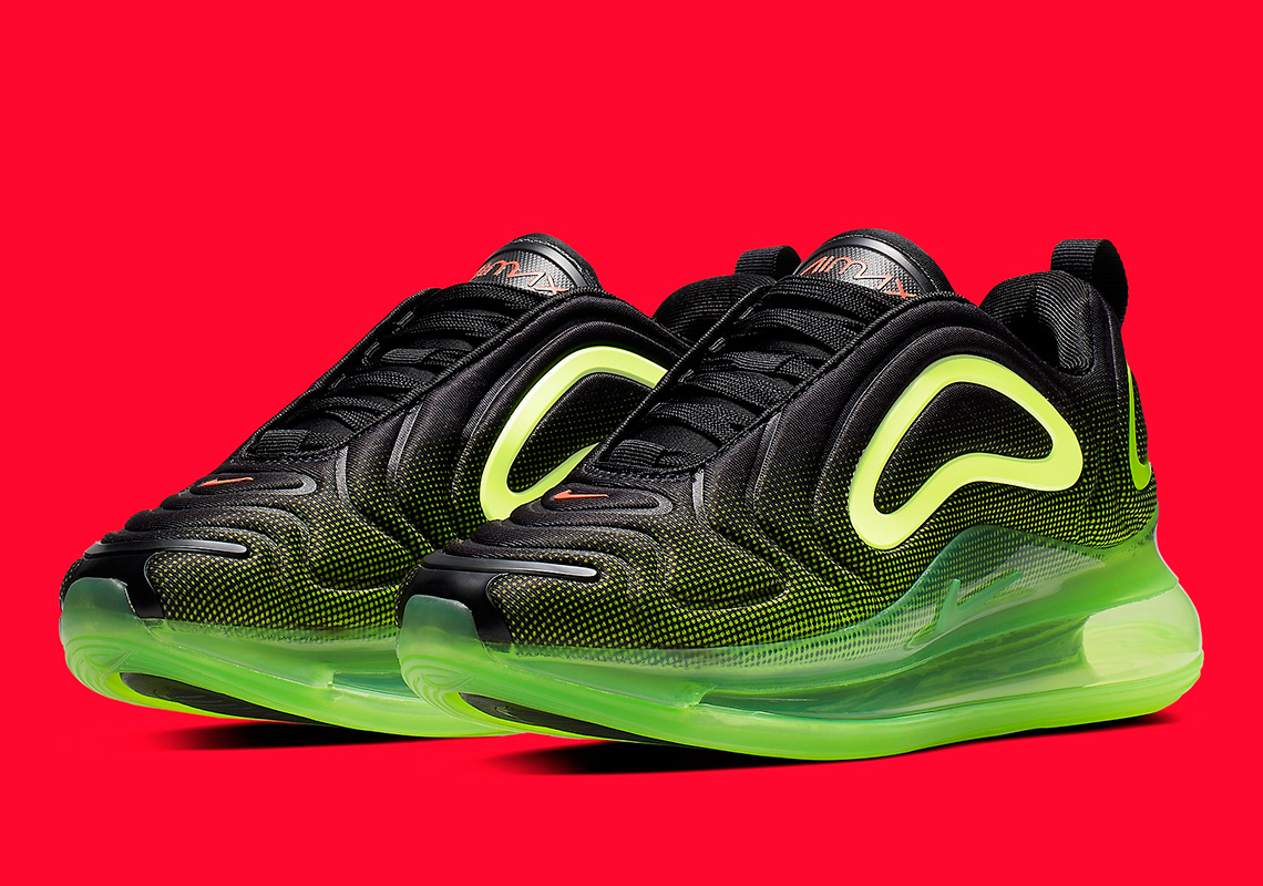 wholesale dealer 34093 a7594 Nike Air Max 720 Revisits The Throwback Future With A Second Collection