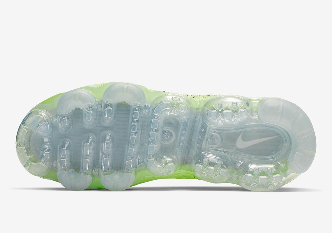 036861abde6c6 Nike Vapormax 2.0 Swarovski AT5673-700 Release Info