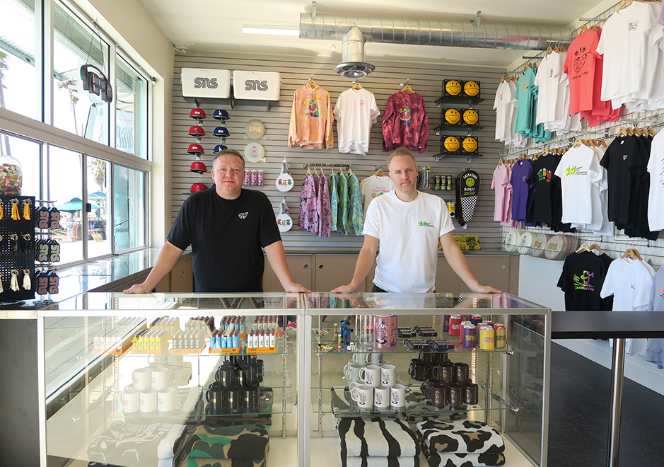 Qualité supérieure 67f02 d1f89 Sneakersnstuff Opens Venice Beach Location on it's 20th ...