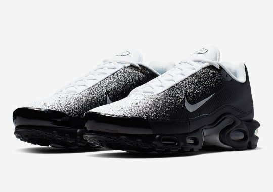 "10e84e8ac33 The Nike Air Max Plus ""Spray"" Appears In Black And White"