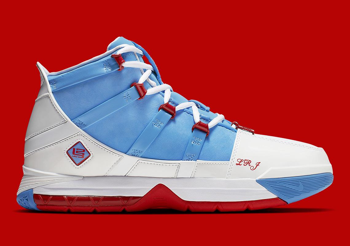 more photos cd552 161c9 Nike LeBron 3 Houston Oilers AO2434-400 Release Date   SneakerNews.com