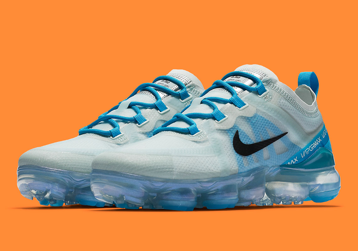 f450771c18c09 Nike Pairs A Muted Barely Grey With Blue On The Vapormax 2019