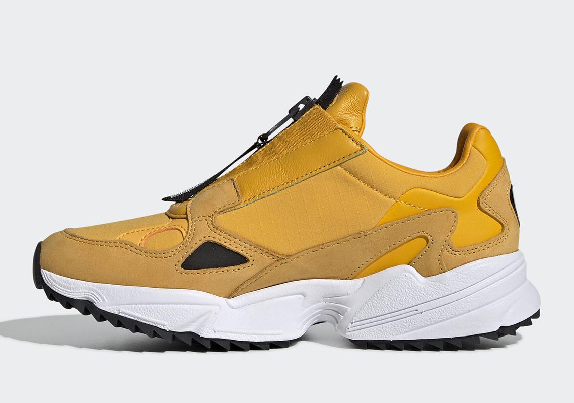 adidas Falcon Zip EE5113 Gold Black