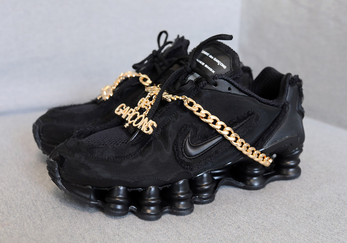 more photos 7b386 15936 The COMME des GARÇONS x Nike Shox TL In Black Releases On June 13th